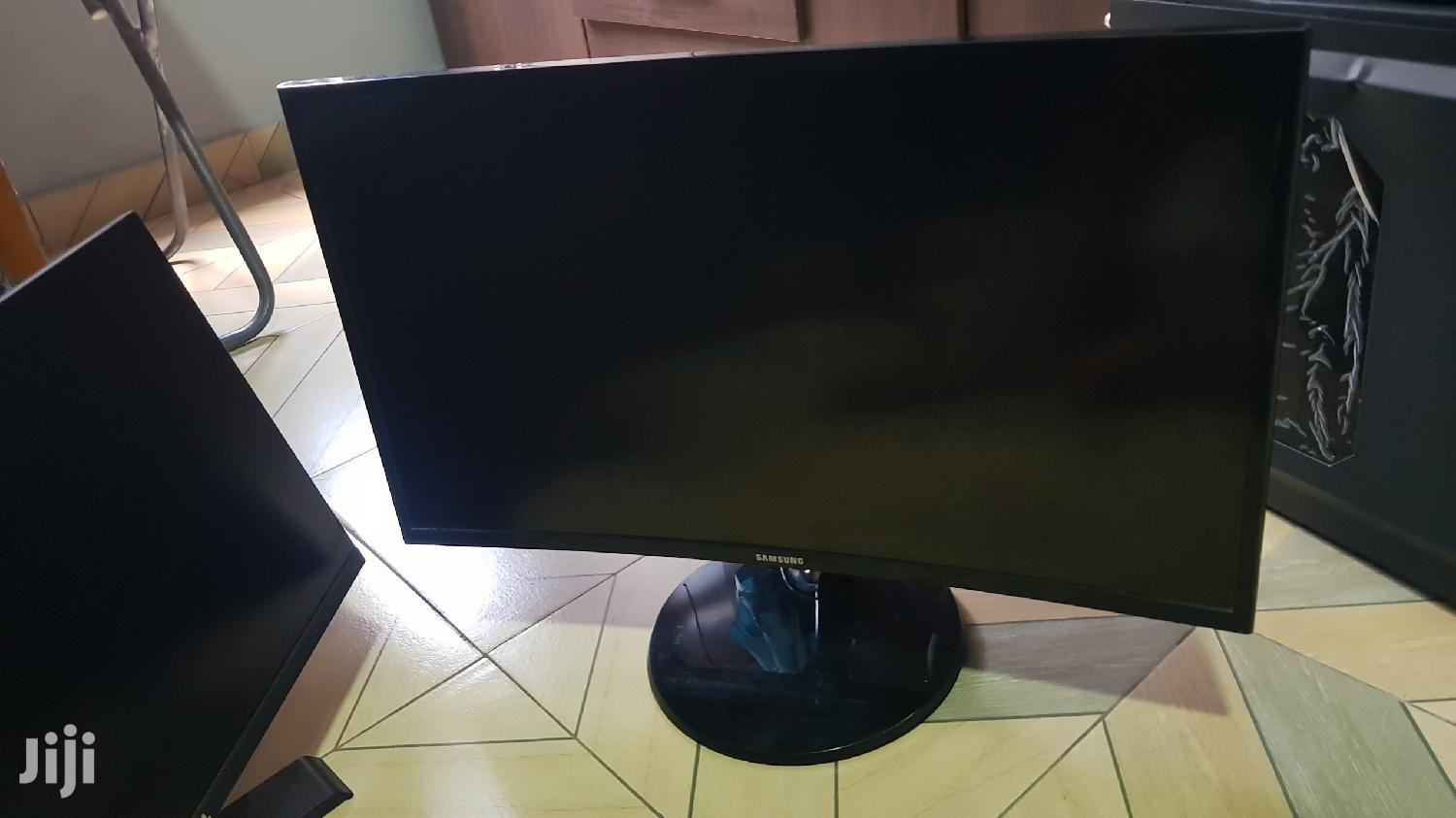 Archive: Samsung, 27 Curved Monitor With 75hz Freesync Fo Grabs