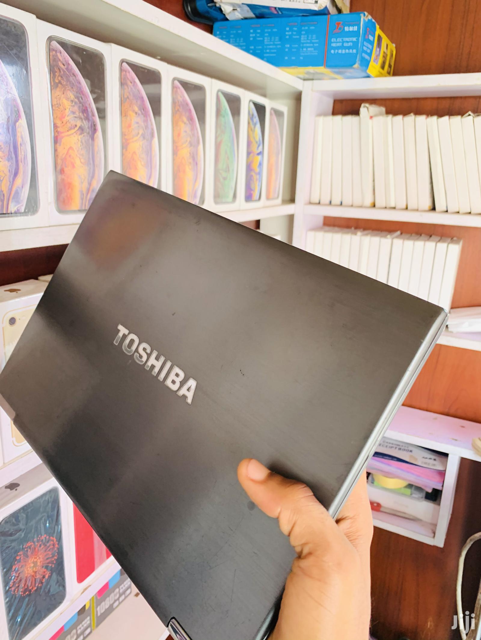 Archive: Laptop Toshiba 6GB Intel Core I5 SSD 128GB