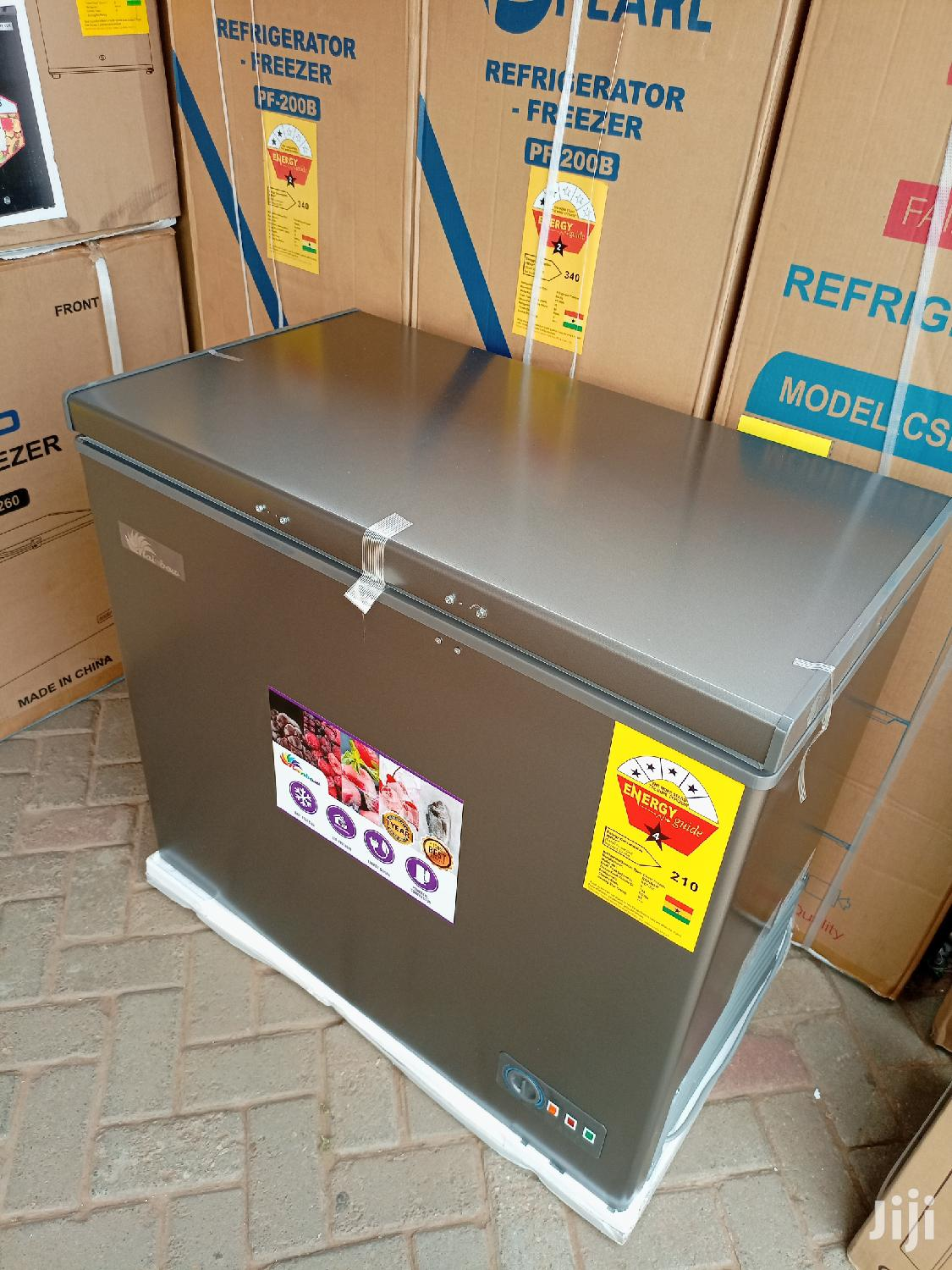 Rainbow 200ltr Chest Freezer+ Glass Cover