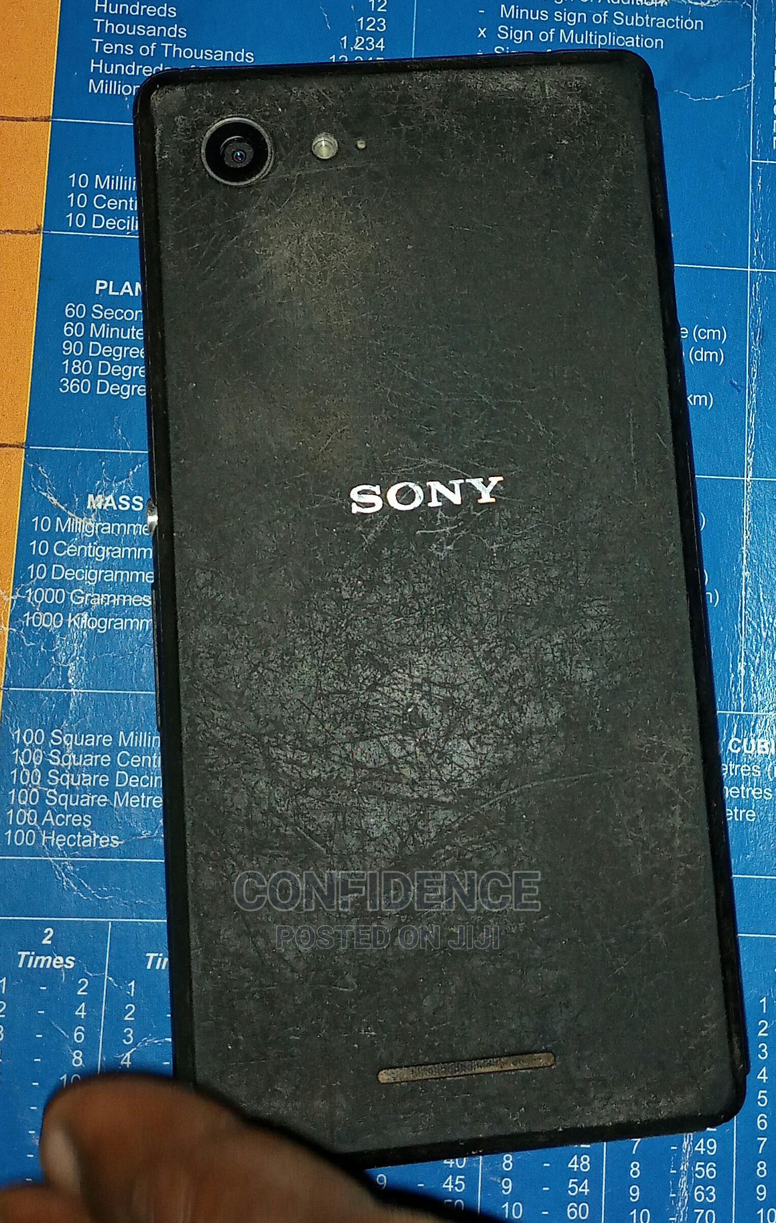 Sony D 2403 8 GB Black