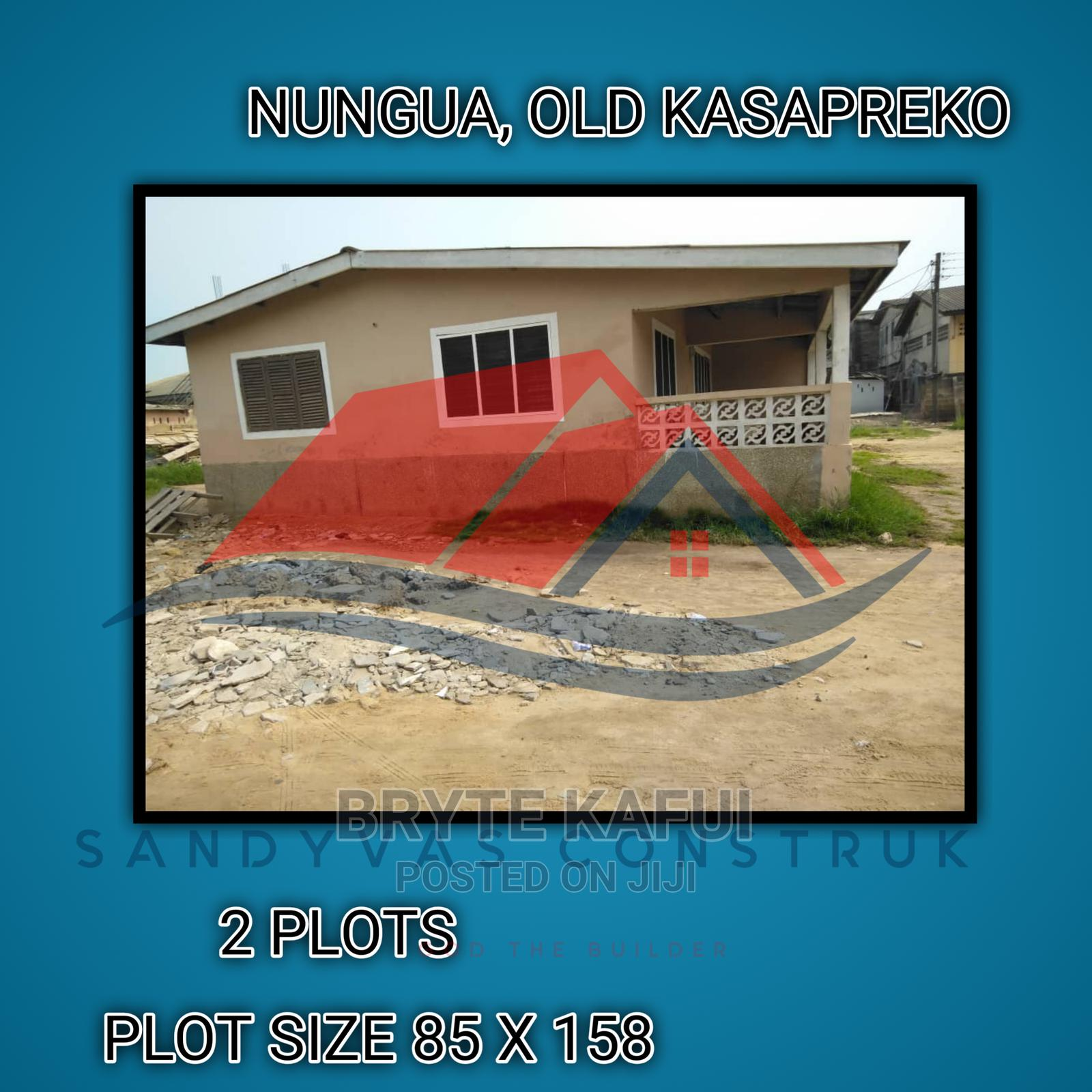 Archive: A Nice House Sitting On Two Plots Of La Land Is Up For Sale!