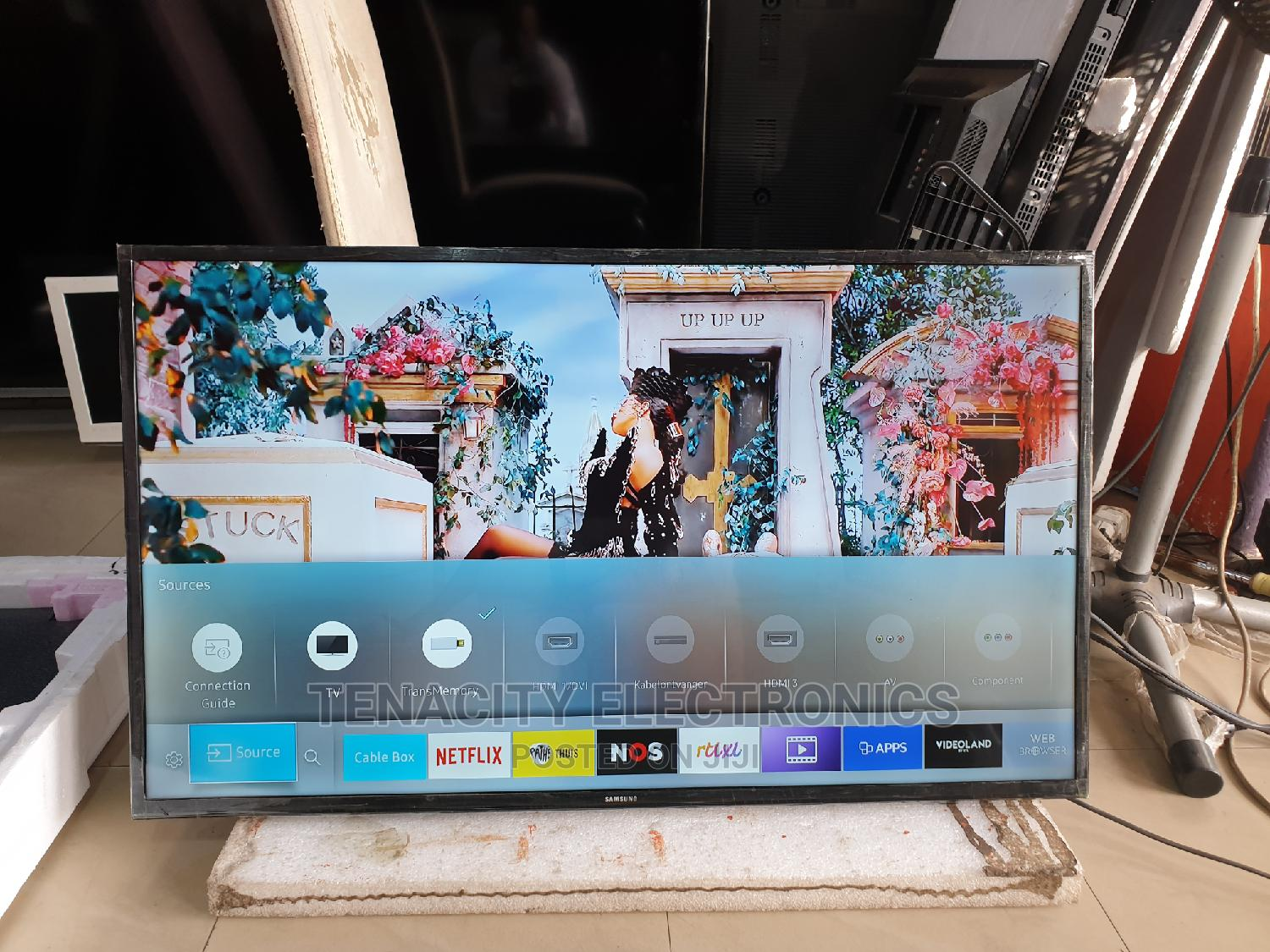 "40""Samsung Uhd/Hdr 4K Smart TV 