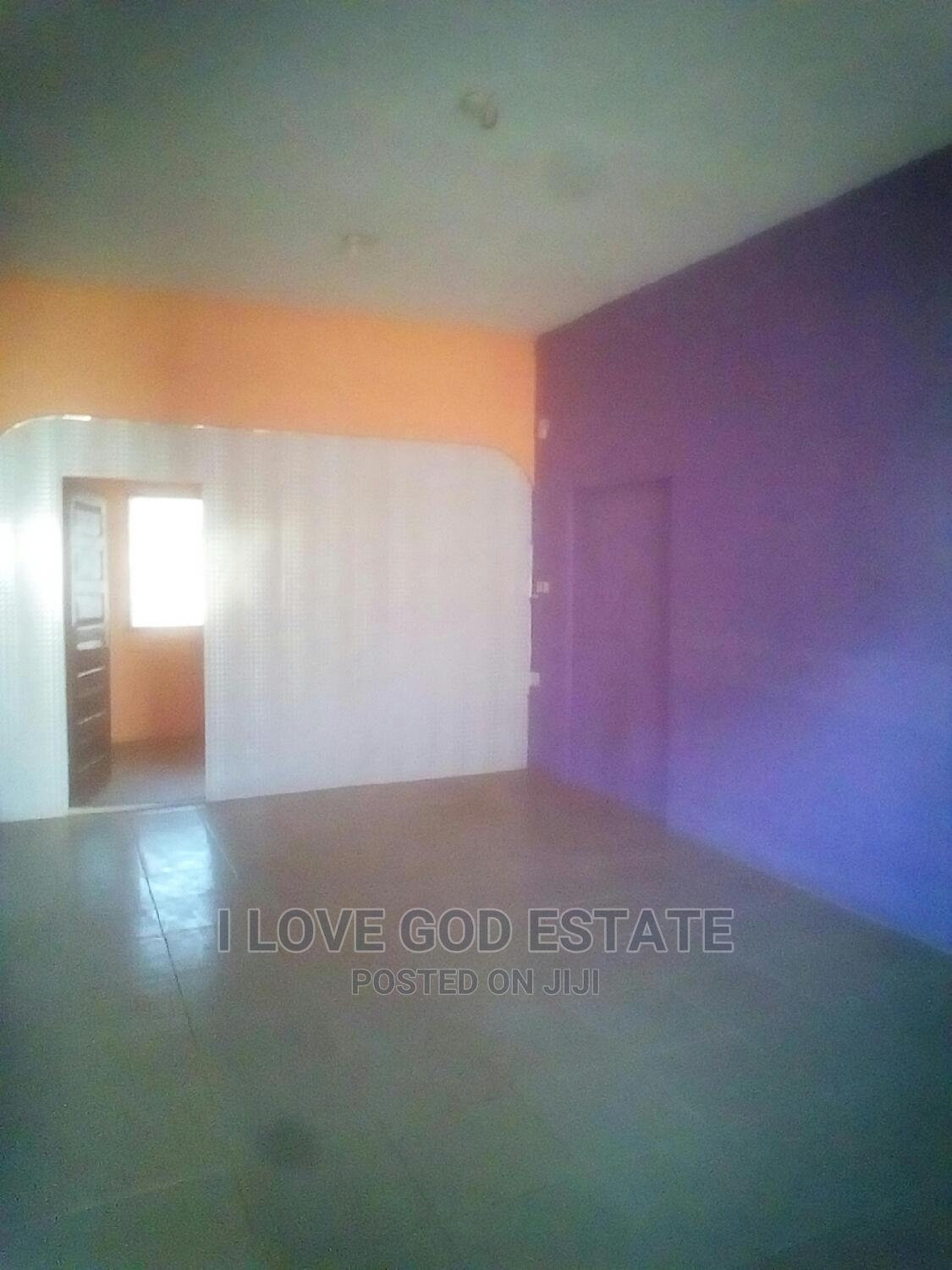 Archive: Executive 2bedroom Apartment in Kwabenya