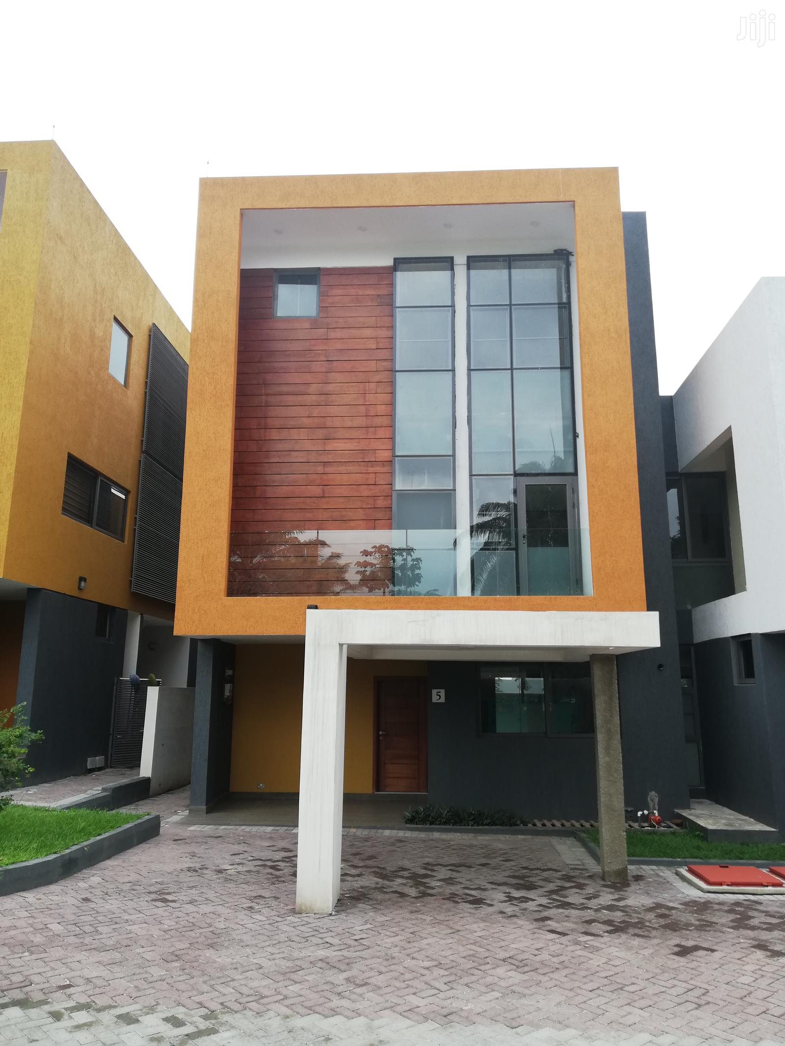 Archive: 4 Bedroom House At Airport