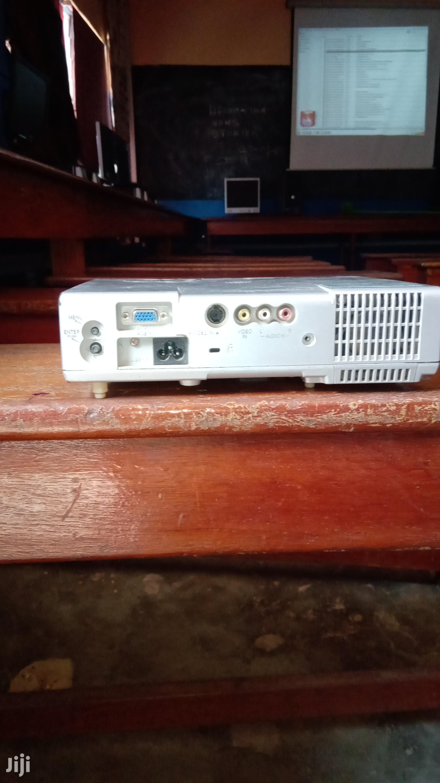 Projector For Sale Need To Replace Lamp | TV & DVD Equipment for sale in Accra Metropolitan, Greater Accra, Ghana