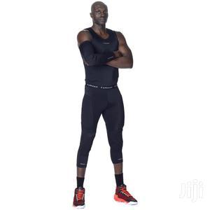 Adult Basketball Knee Sleeve for Intermediate Players - Black