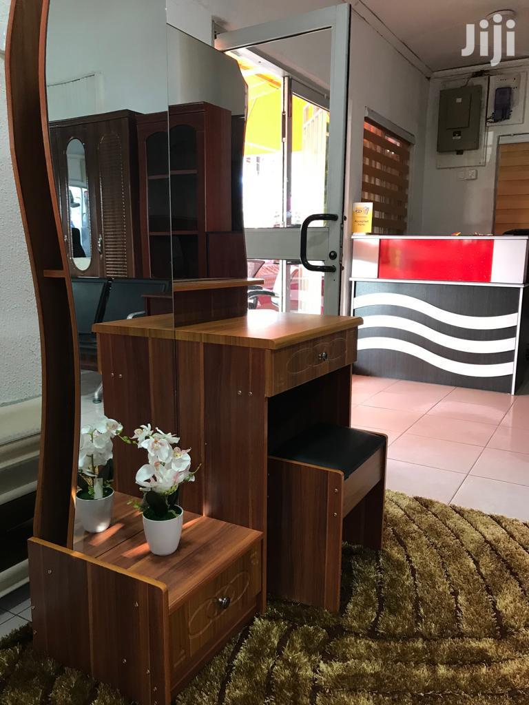 Modern Dressing Mirror With Stool