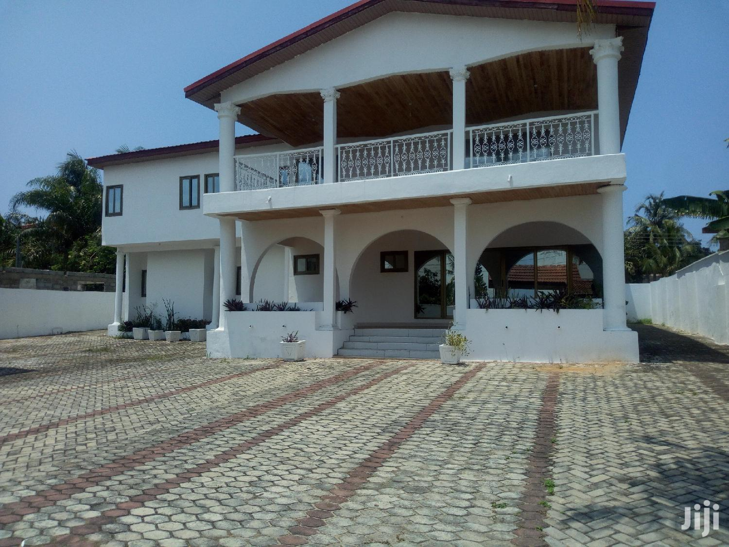 8 Bedroom House at Tesano for Rent