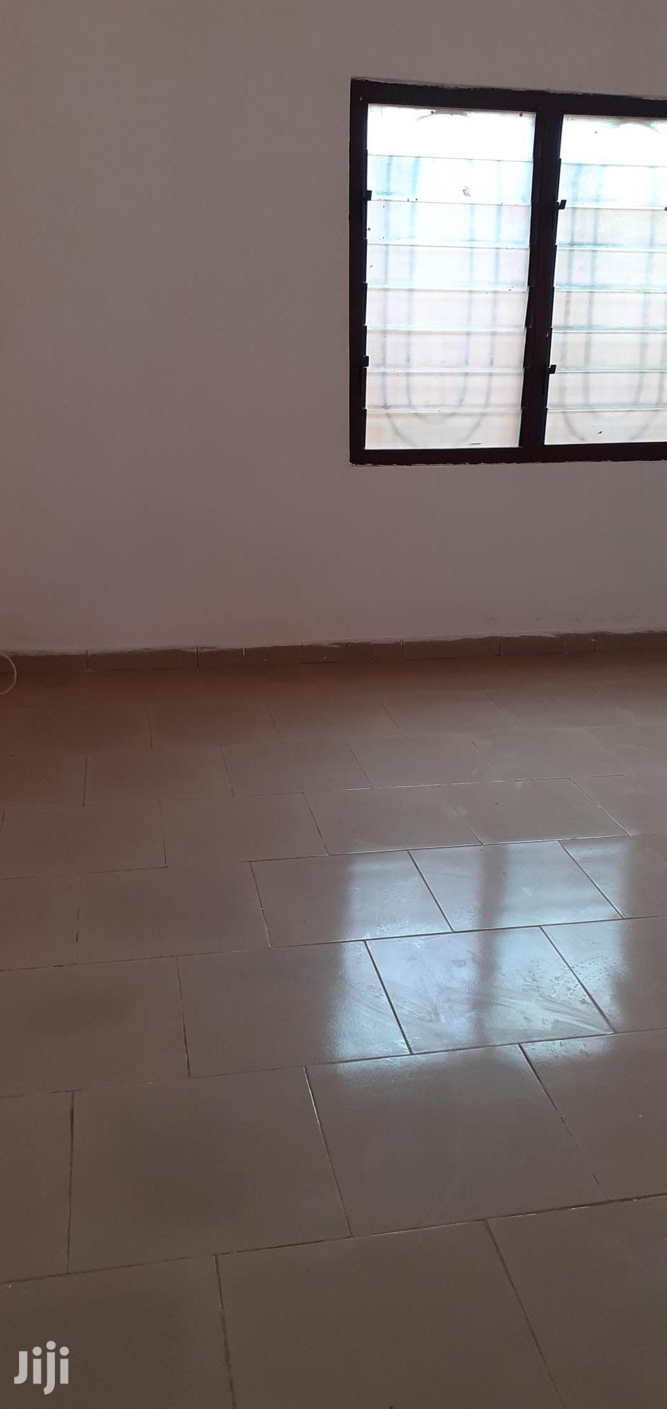 Archive: 2 Bedrooms Flat at Gyinyase Remysear