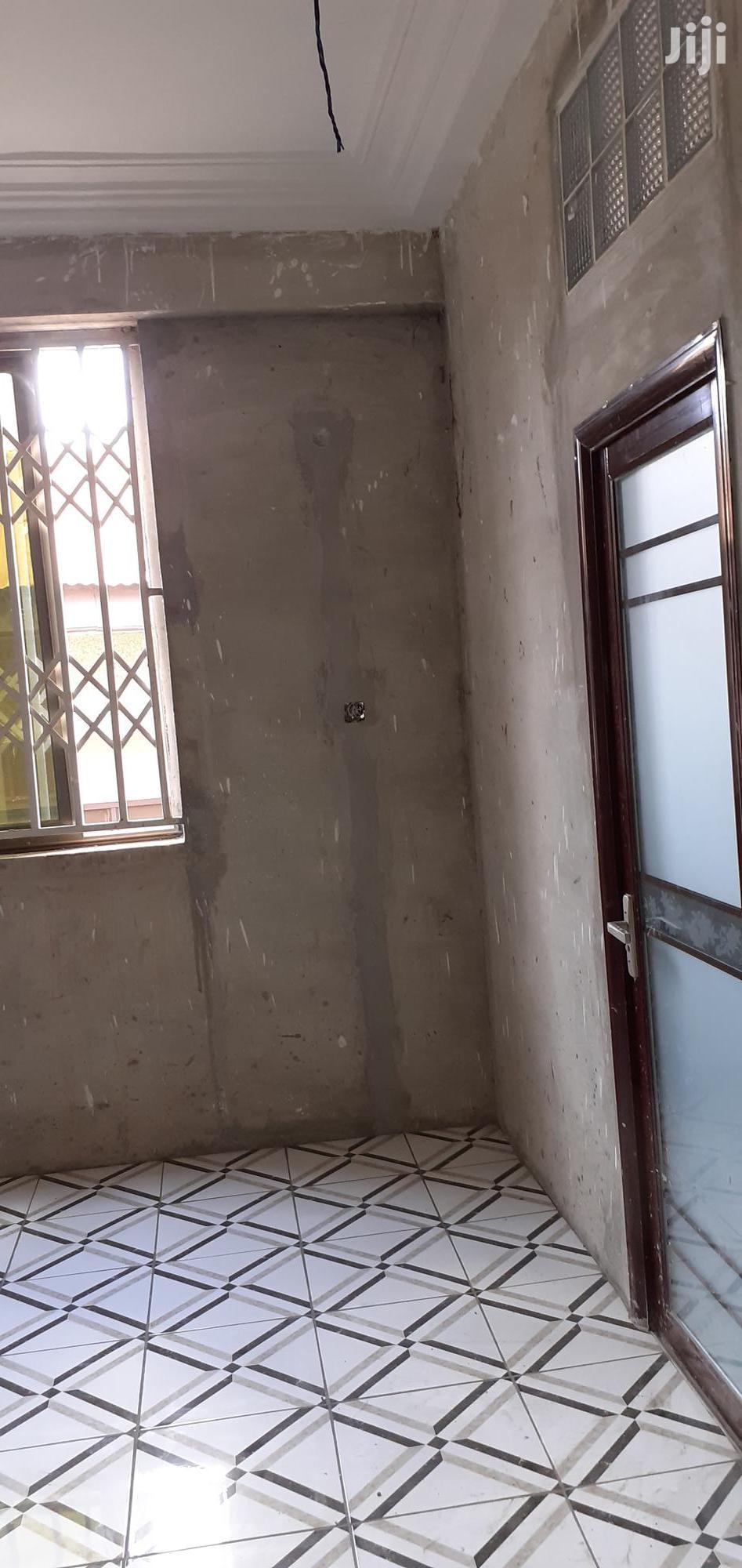 Archive: Newly Built Bedroom/3 Washrooms at Kaase Ahodwo.