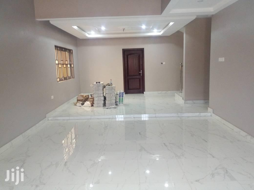 3 Bedrooms House 4 Sale at Oyarifa Special Iceand Is Going Fo 350,000