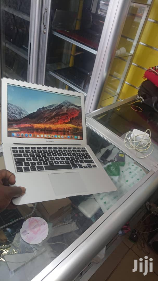 Archive: Laptop Apple MacBook Air 4GB Intel Core I5 SSD 256GB