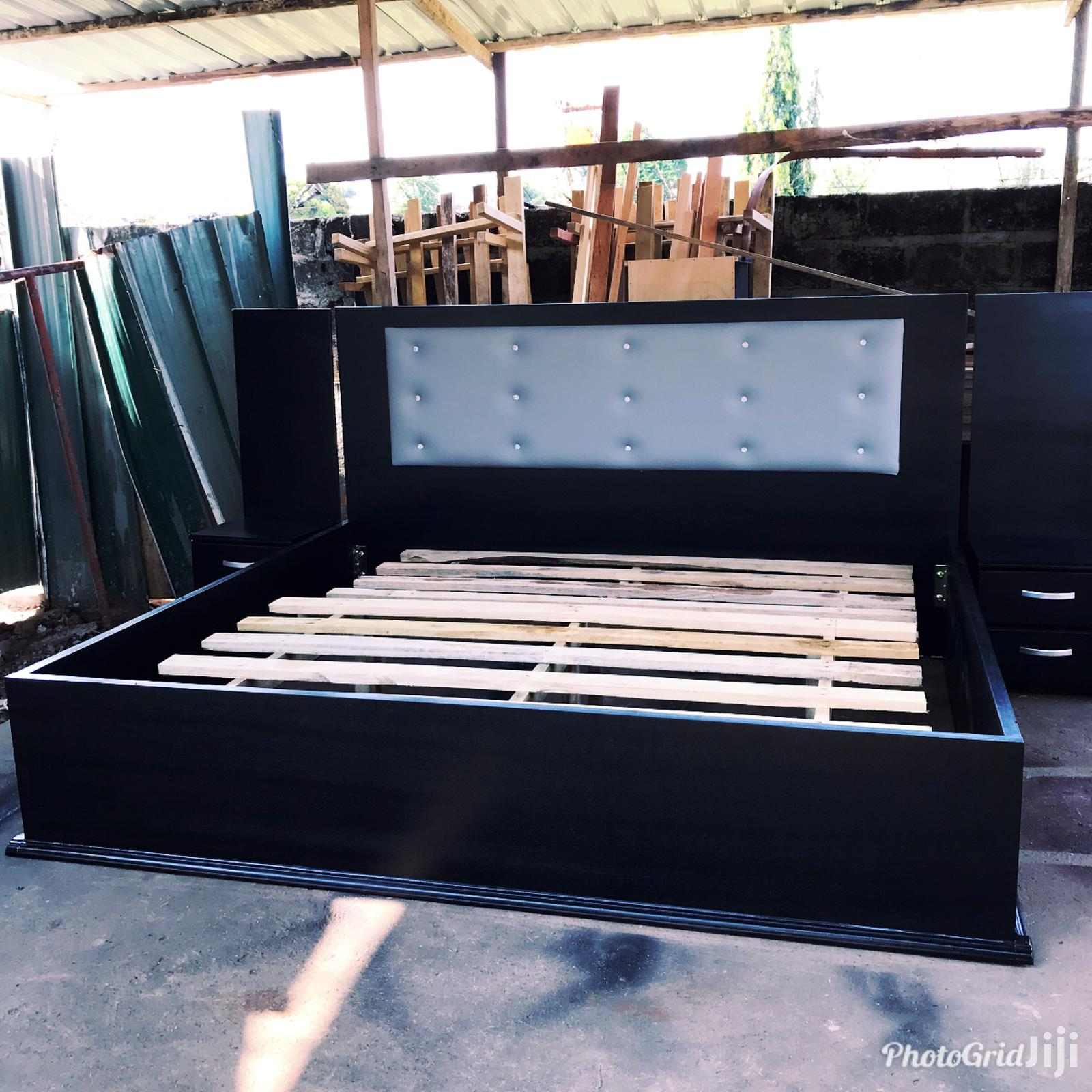 Spray King Size Beds With Tow Side Drawers 85 by 75 Inches