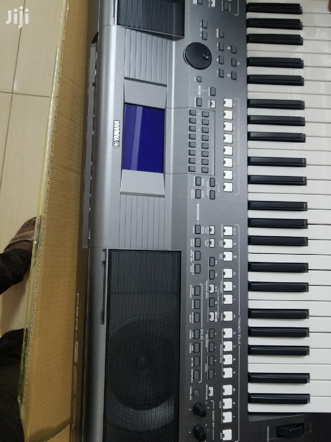 Yamaha PSR-S670 Workstation Arranger With Stand and Pedal