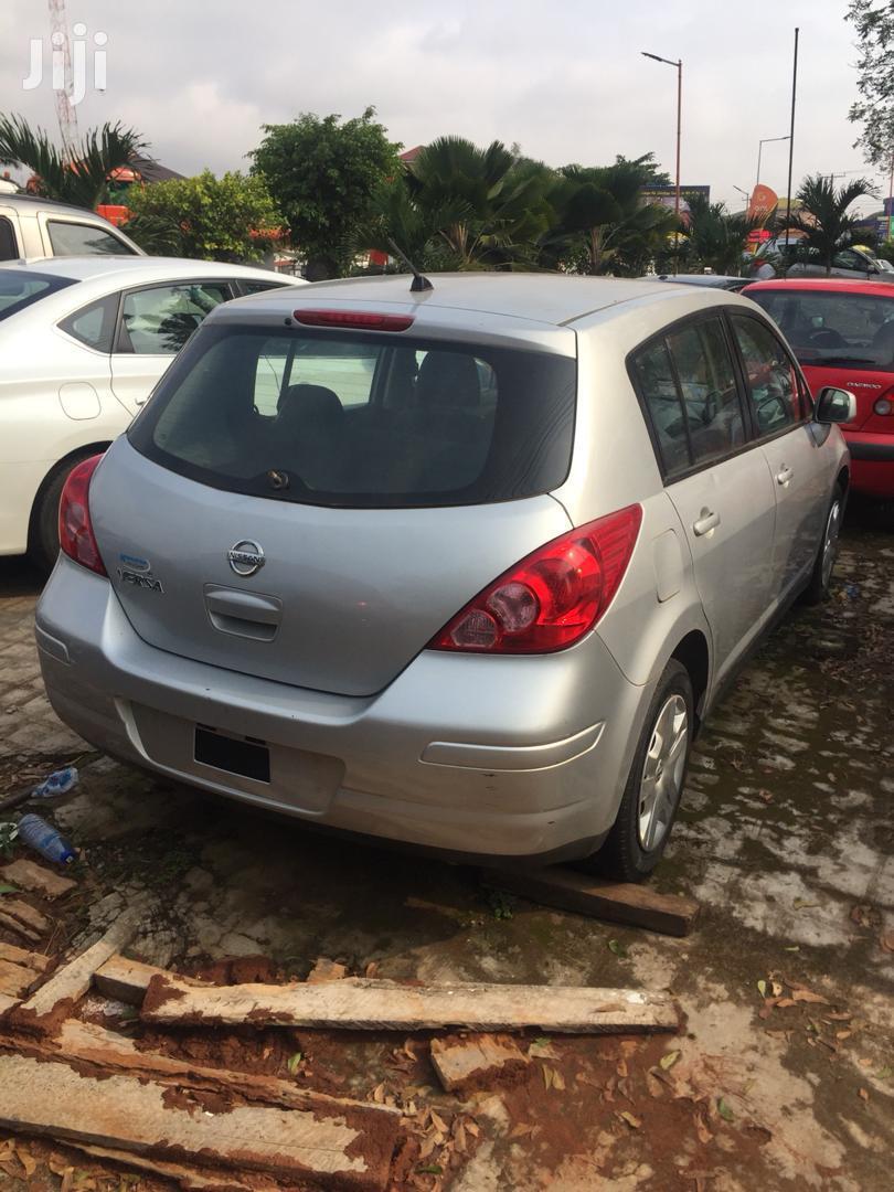 Nissan Versa 2010 1.8 S Hatchback Silver