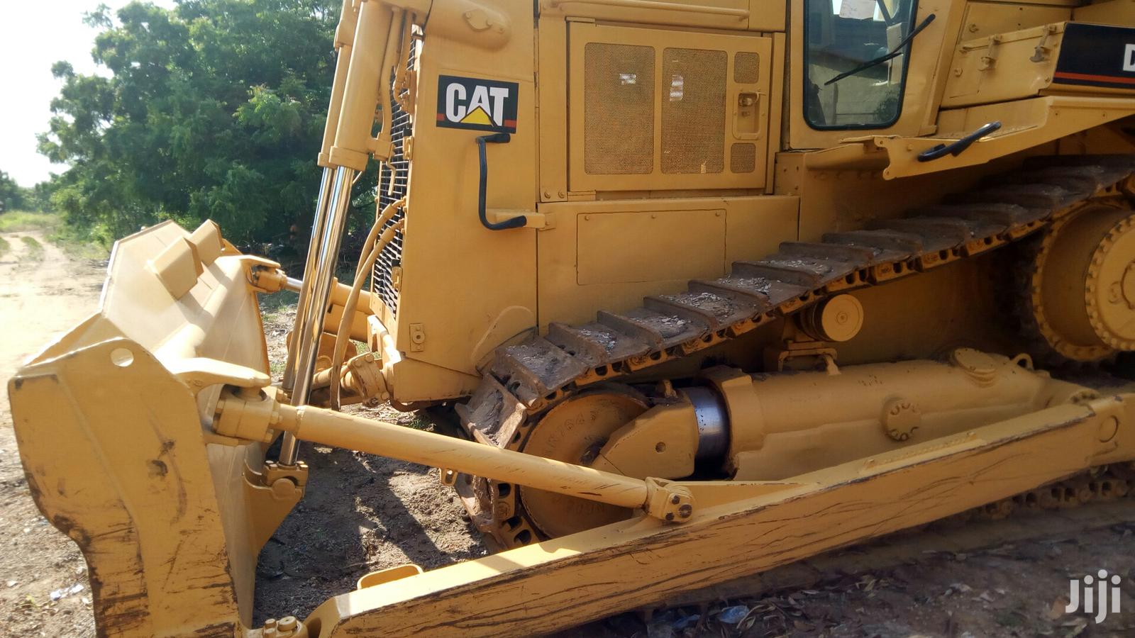 Archive: A Very Solid Foreign Used CAT Bulldozer D7H For Sale