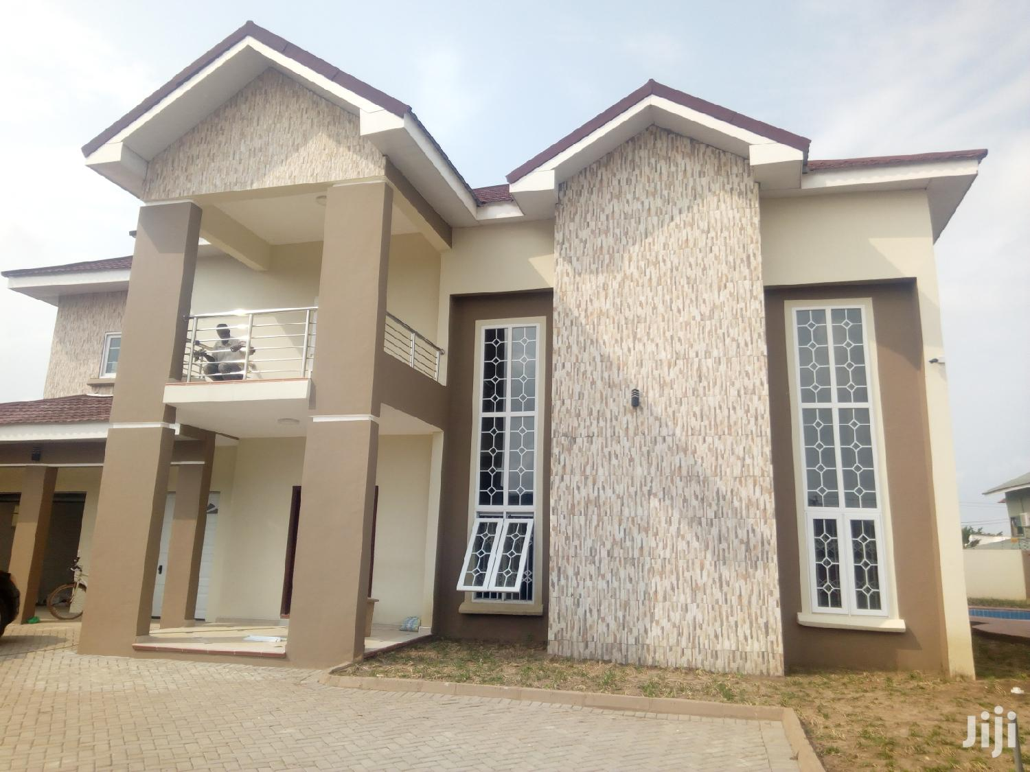 Executive 4 Bedroom House With Pool for Sale at East Legon