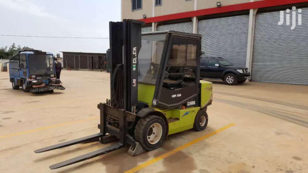 Archive: Clark CDP 35H Forklift 3.5 Tones Breaksystem Is Faulty