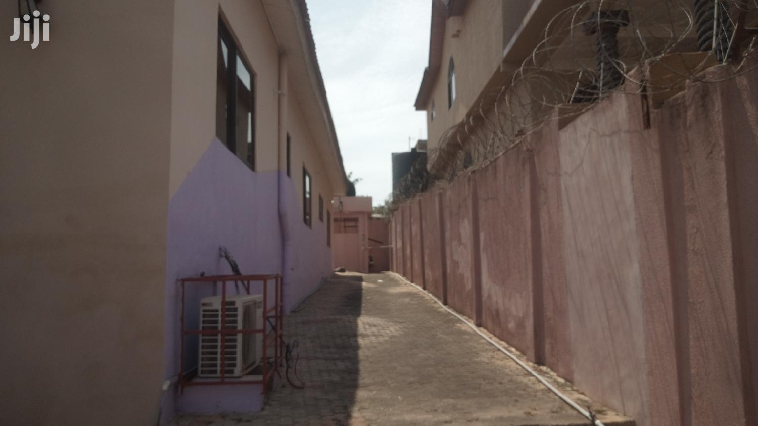 Executive 4 Bedroom Self Compound Plus Swimming Pool For Rent | Houses & Apartments For Rent for sale in Awutu Senya East Municipal, Central Region, Ghana