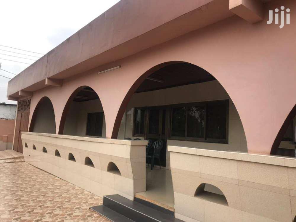 4 BEDROOM HOUSE AT TESANO