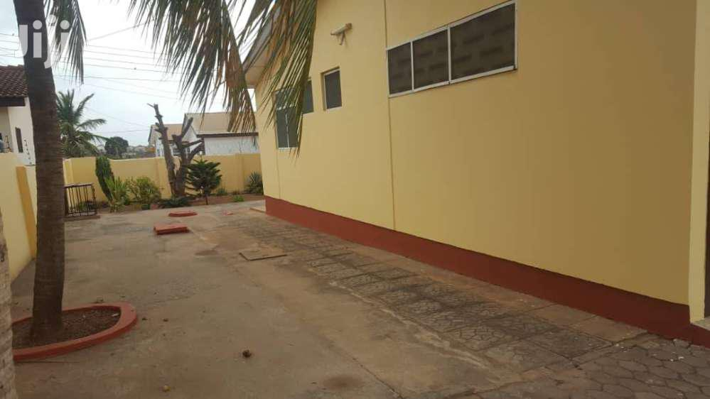 Archive: EXECUTIVE 3 BEDROOM HOUSE FOR RENT