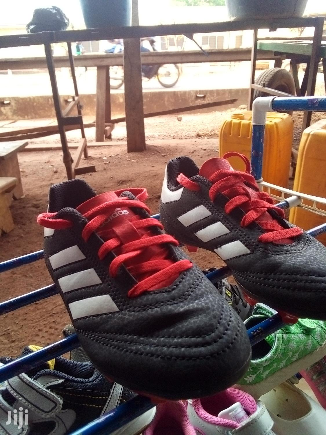 Quality Addidas Football Paying Shoes