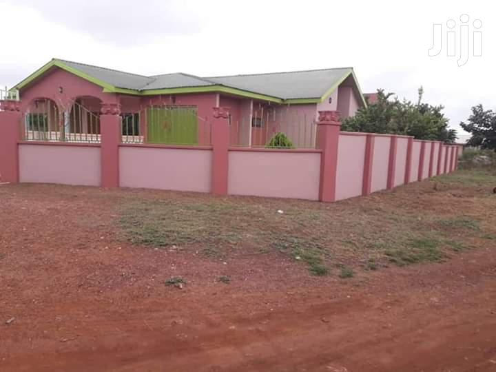 A 5 Bedroom House For A. Quick Sale In Sunyani