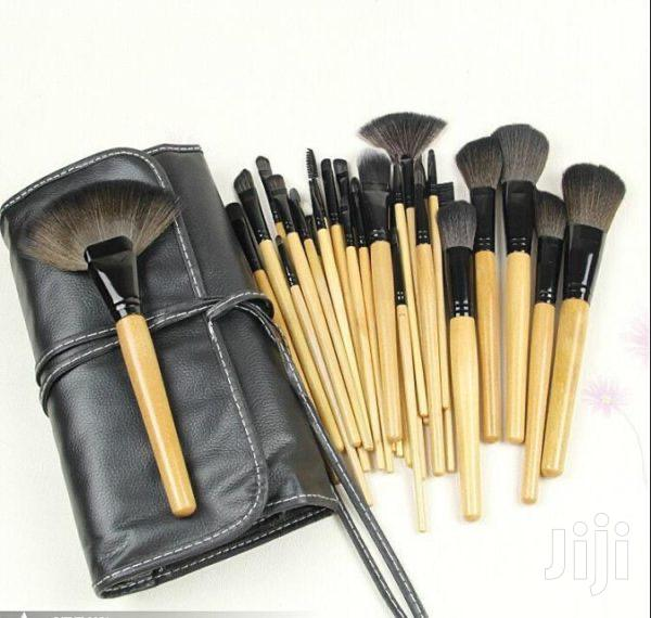 Bobbi Brown 24 Set Makeup Brushes | Health & Beauty Services for sale in Accra new Town, Greater Accra, Ghana
