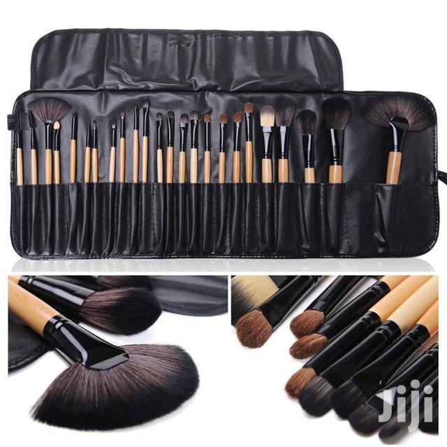 Bobbi Brown 24 Set Makeup Brushes