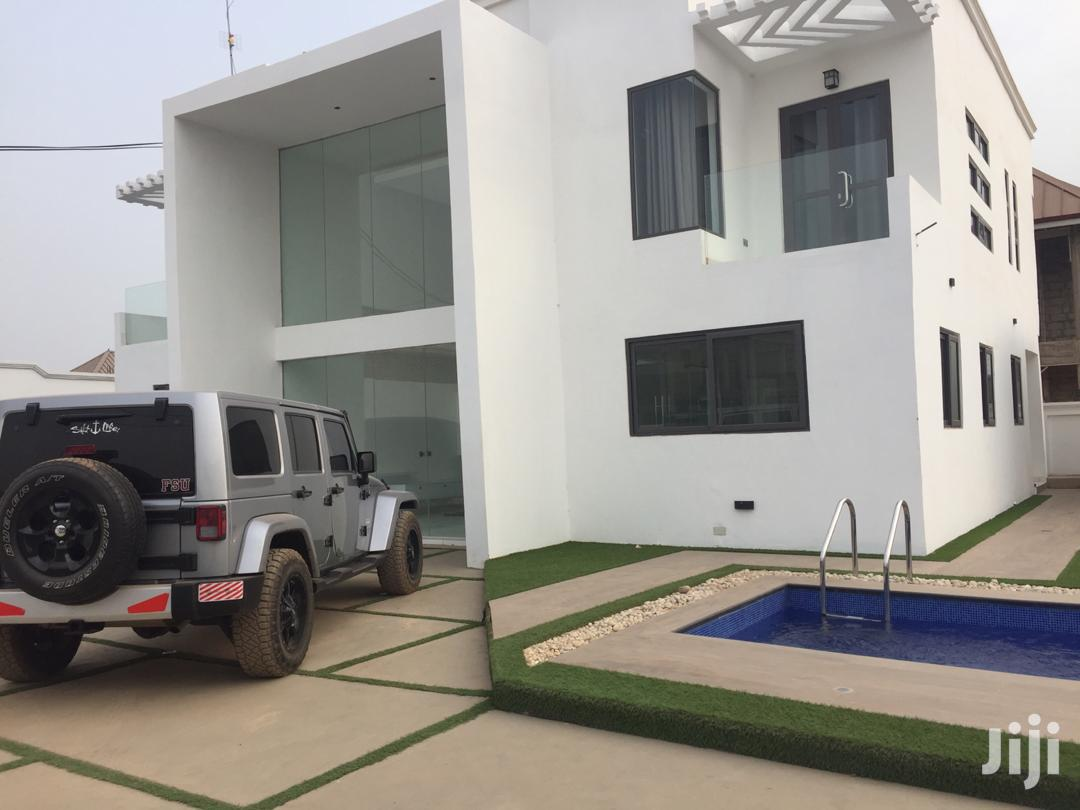 Archive: An Executive 4-bedroom House With A Swimming Pool