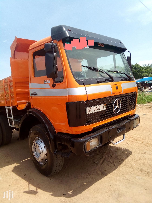 Selling Benz Single Axel Tipper Truck in Kasoa