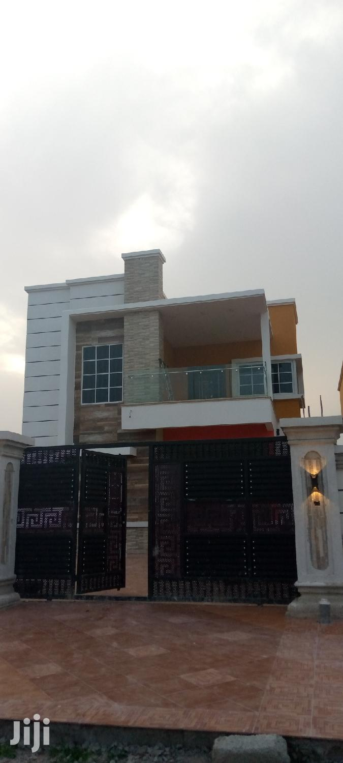 Executive 4 Bedroom Duplex At West Hills