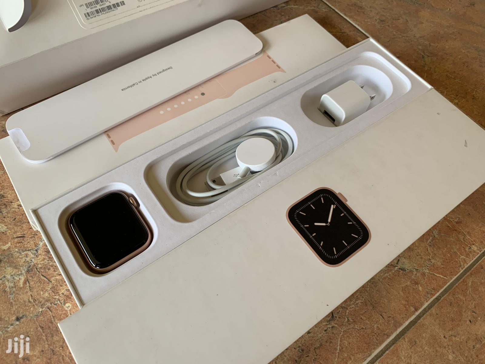 Archive: Apple Watch Series 5 40mm