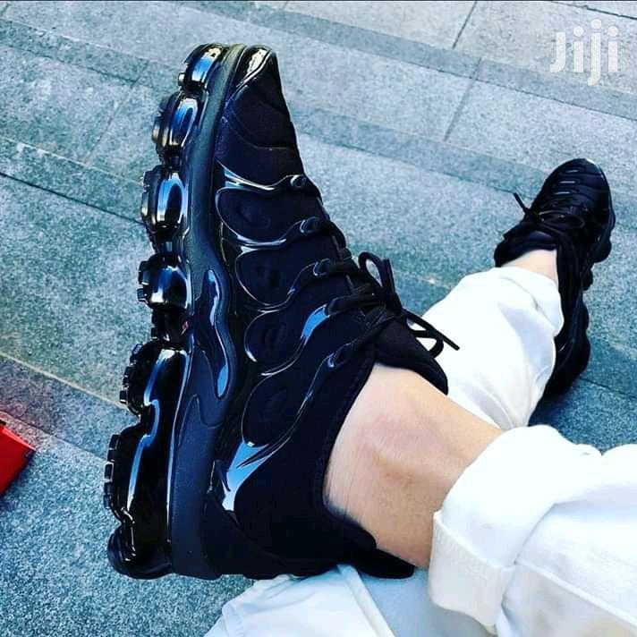 VM Sneakers