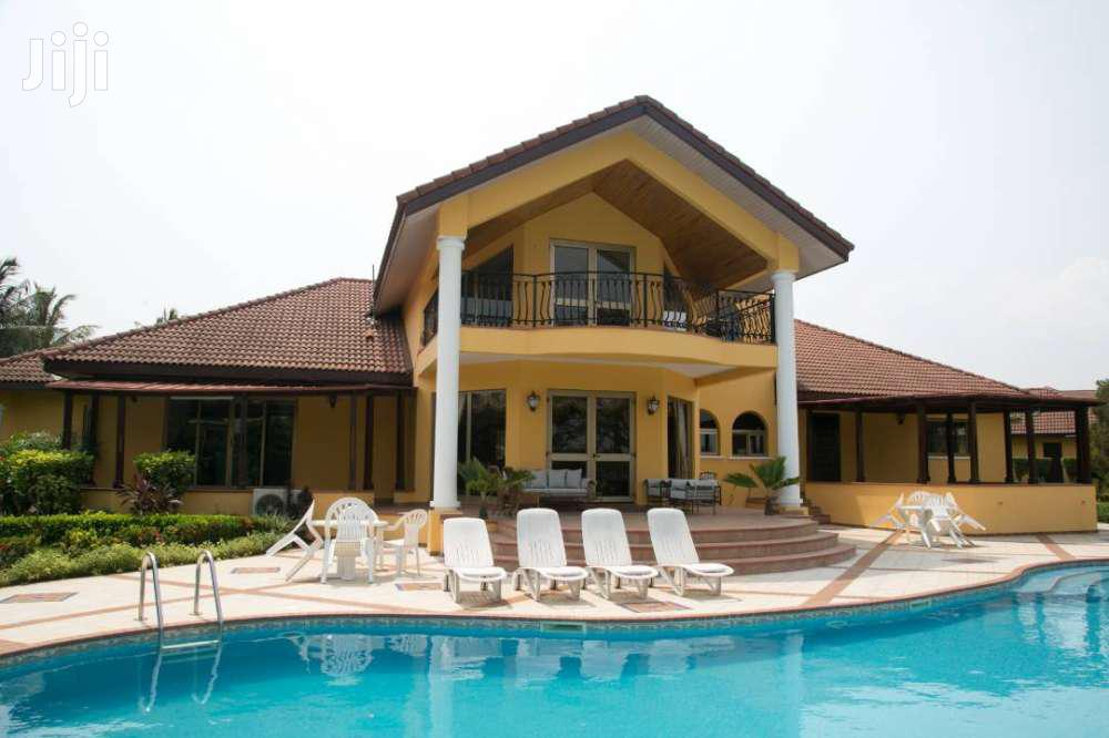 Luxurious Mansion In A Prestigious Location For Short Stay