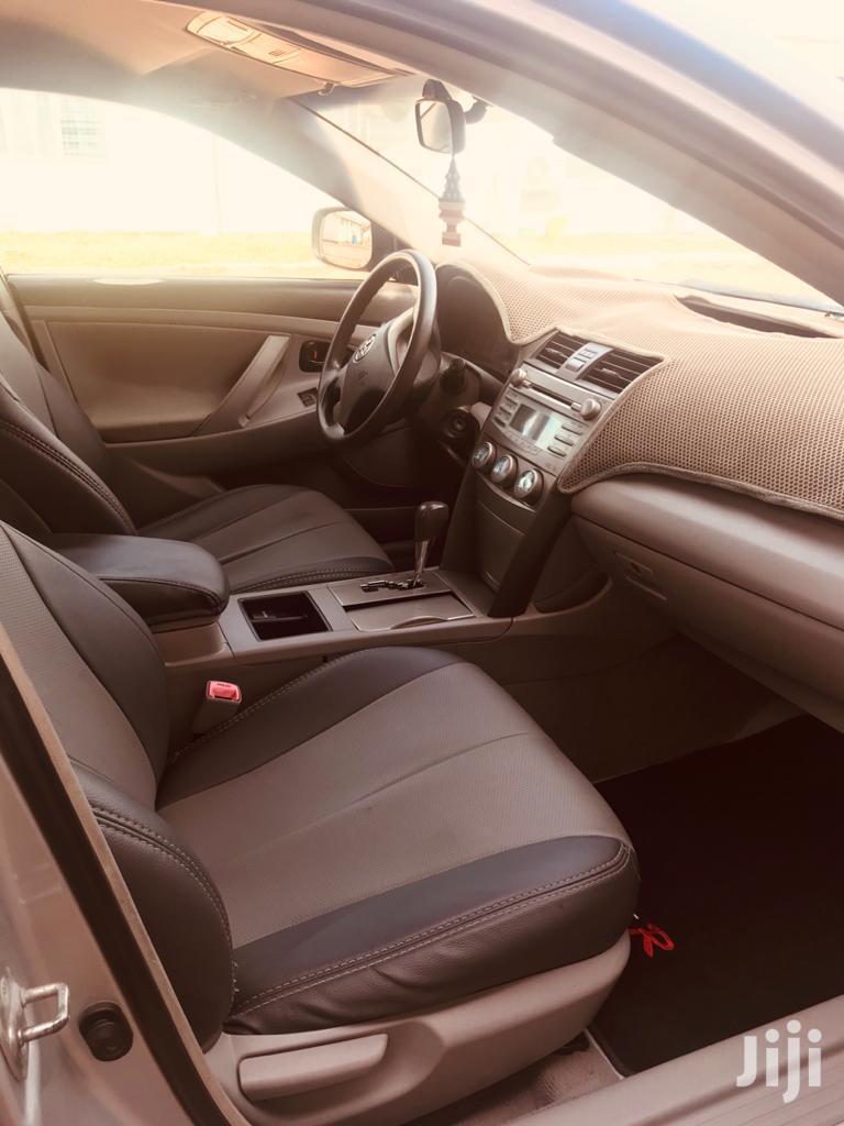 Archive: Toyota Camry Hybrid 2011 Gray
