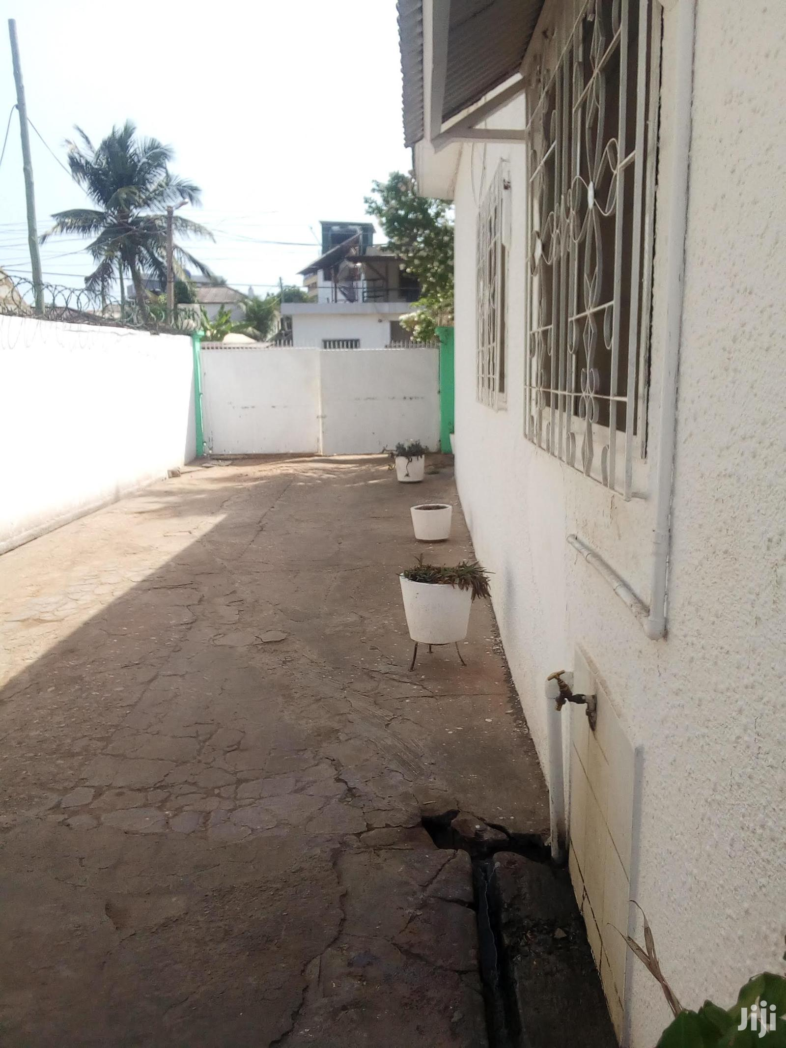 Chamber And Hall Self Contain To Let Labone | Houses & Apartments For Rent for sale in Labadi-Aborm, Greater Accra, Ghana