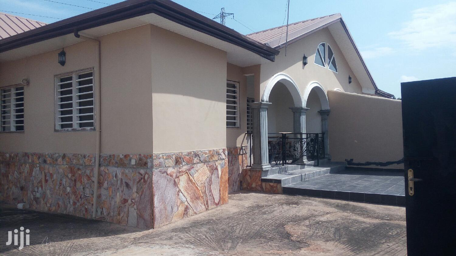 Executive 2 Bedroom House For Rent Close To Manet