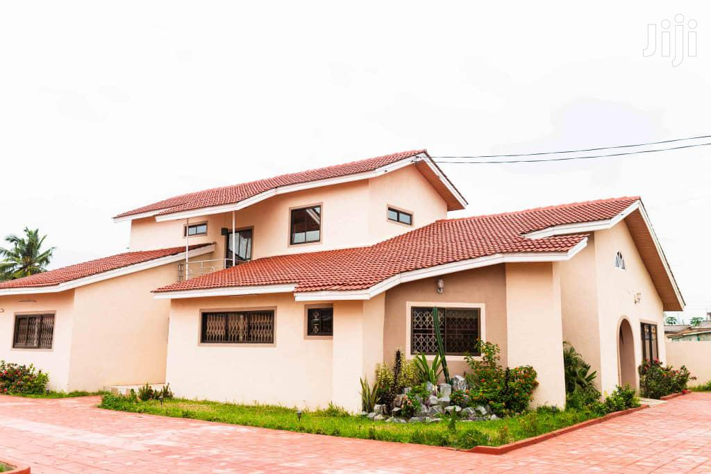 9 Bedrooms Mansion With 2 Bedrooms Boys Quarters 4 Quick Sale - Accra