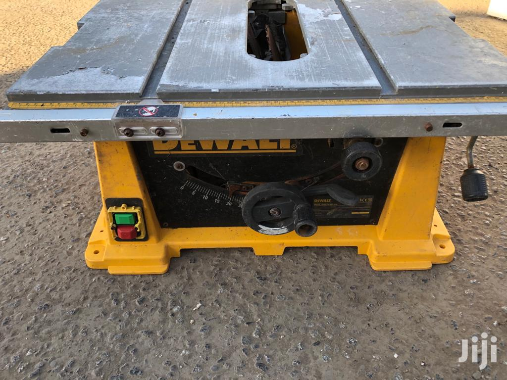 "DEWALT 12"" Table Saw Machine"
