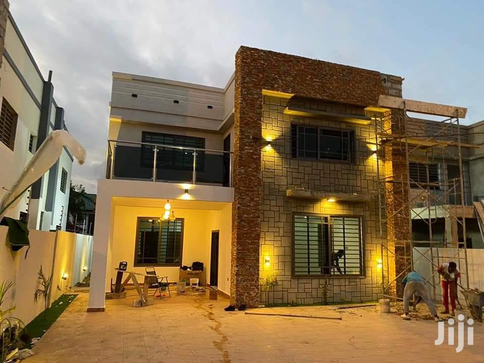 4 Bedroom House Lakeside For Sale