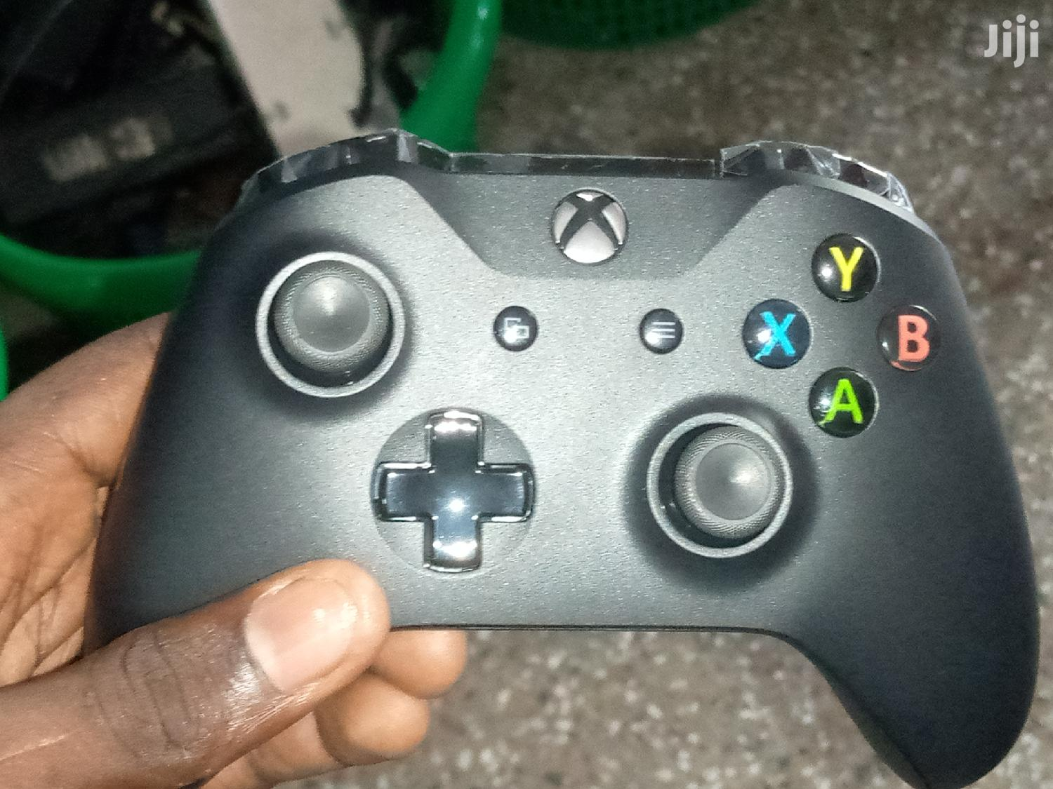 Archive: Xbox One X Pad