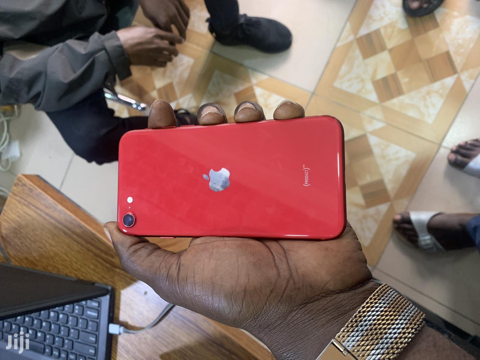 Archive: New Apple iPhone SE (2020) 64 GB Red