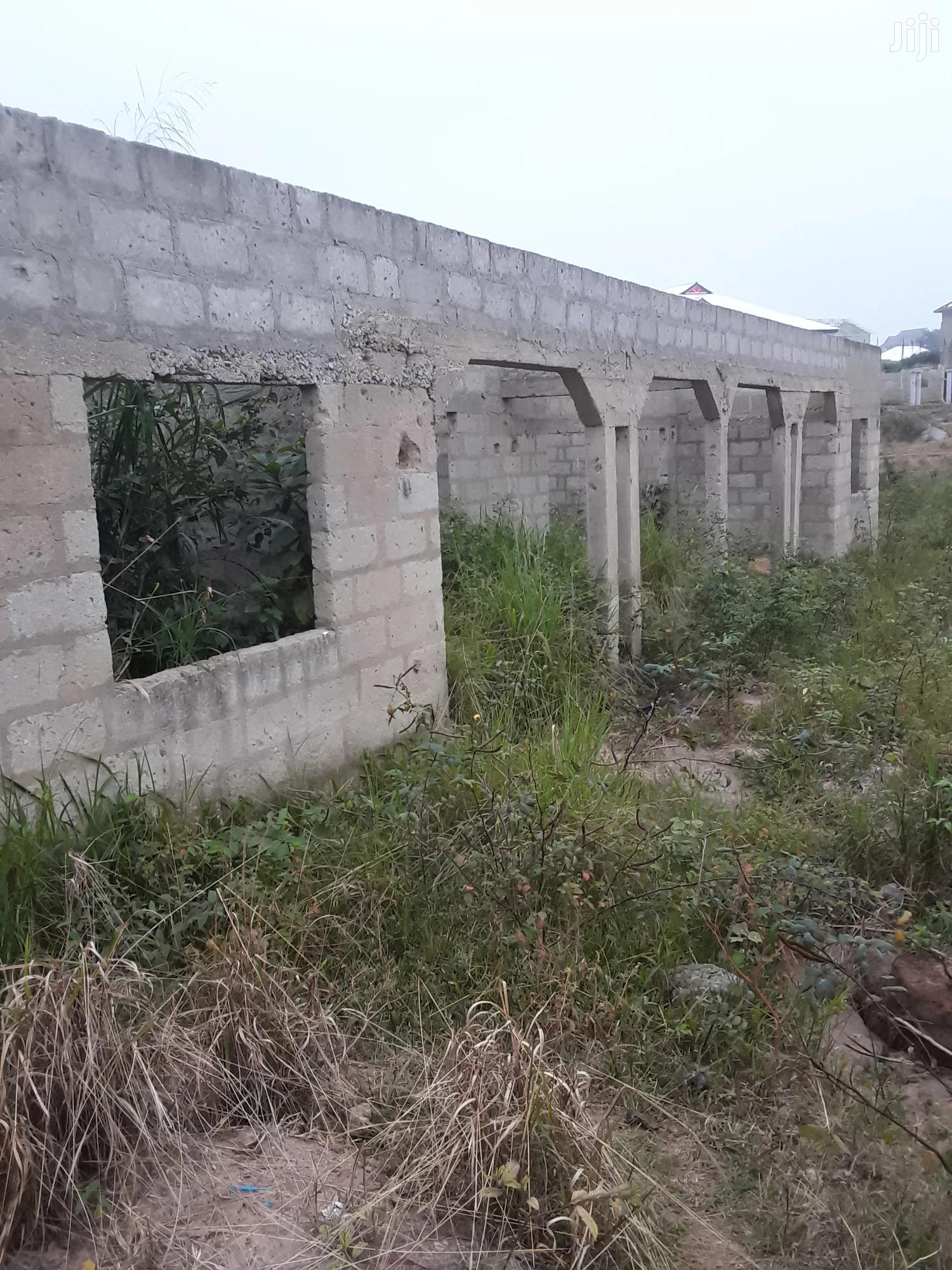 Archive: 6 Bedrooms. 2 Flats For Sale At Kenyasi Abrem New Site
