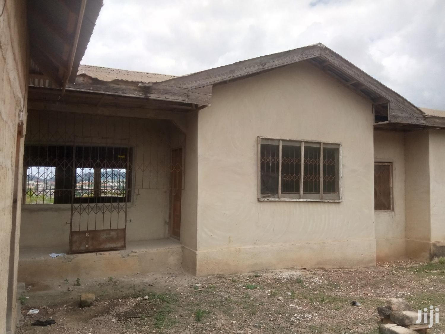2 Flats Bungalow Available
