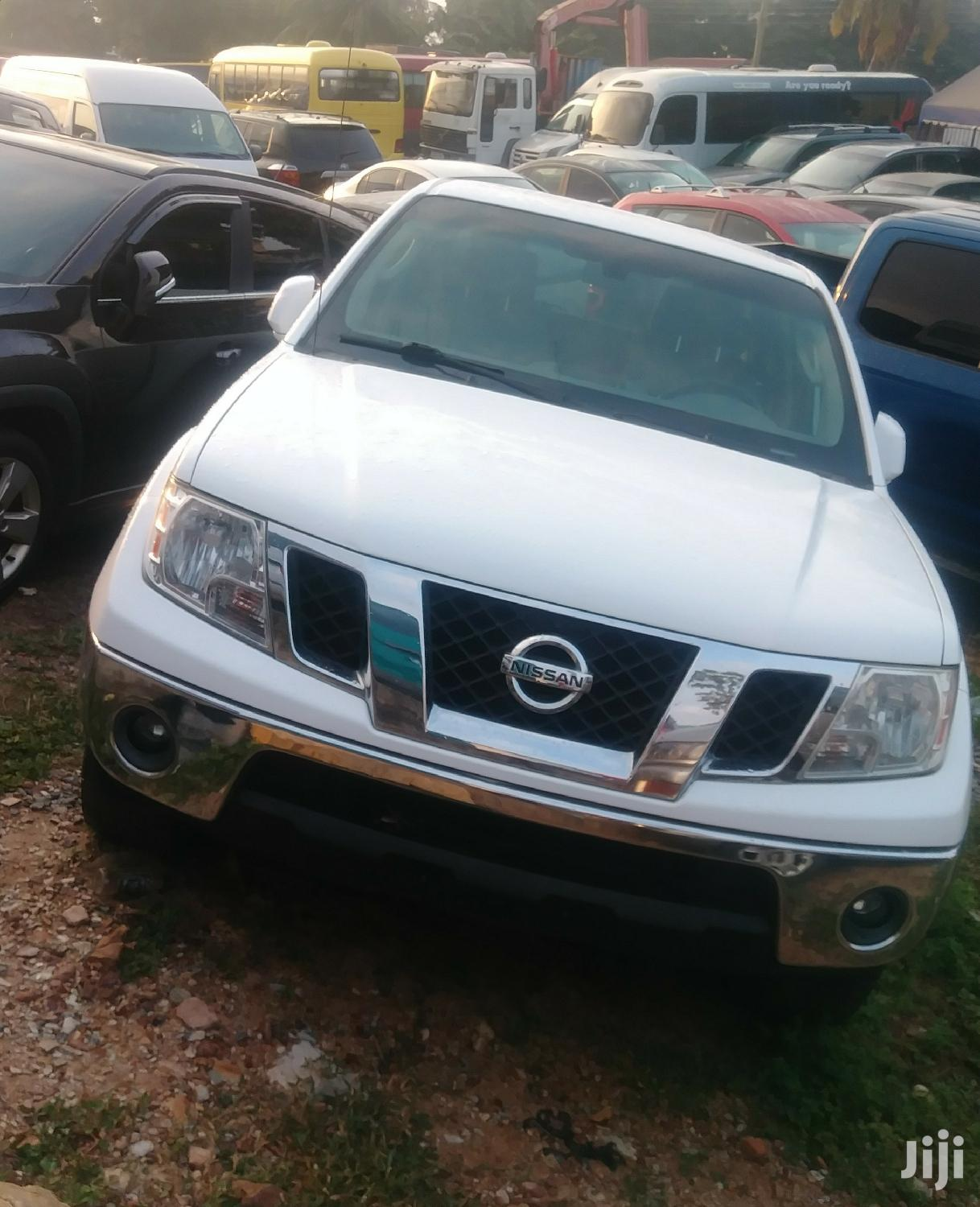 Nissan Frontier 2010 White