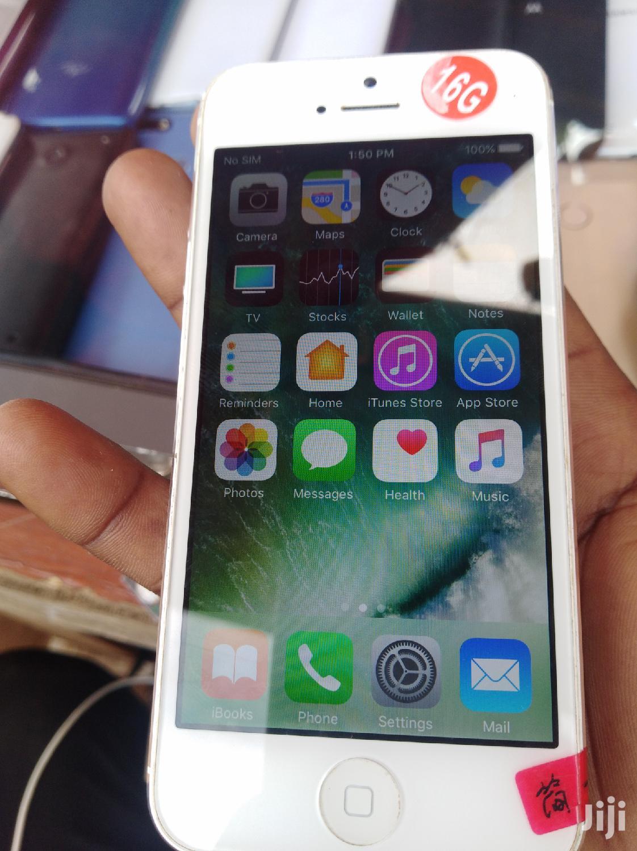 New Apple iPhone 5 16 GB White