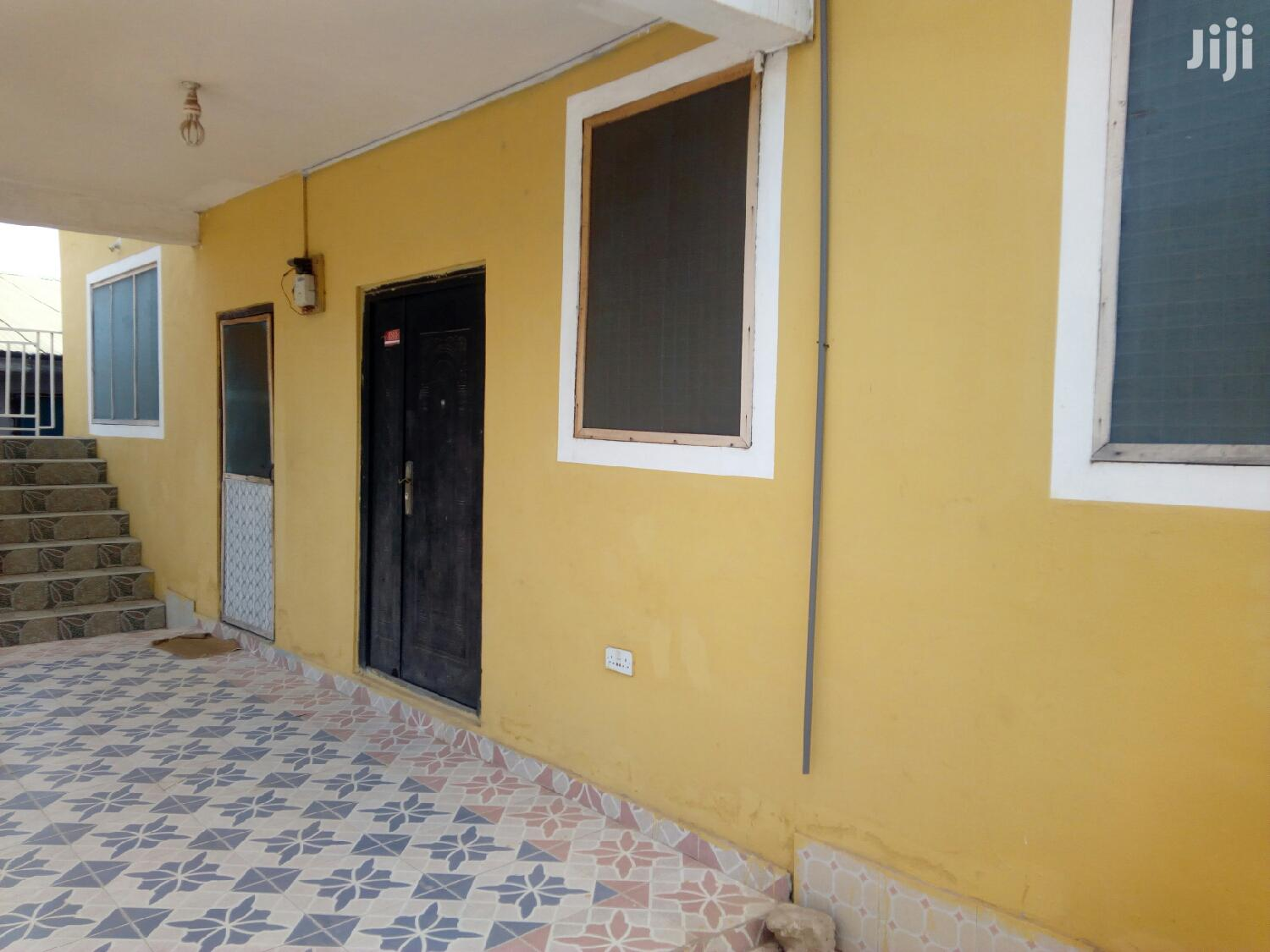 3 Bedroom Flat At Madina Redco To Let