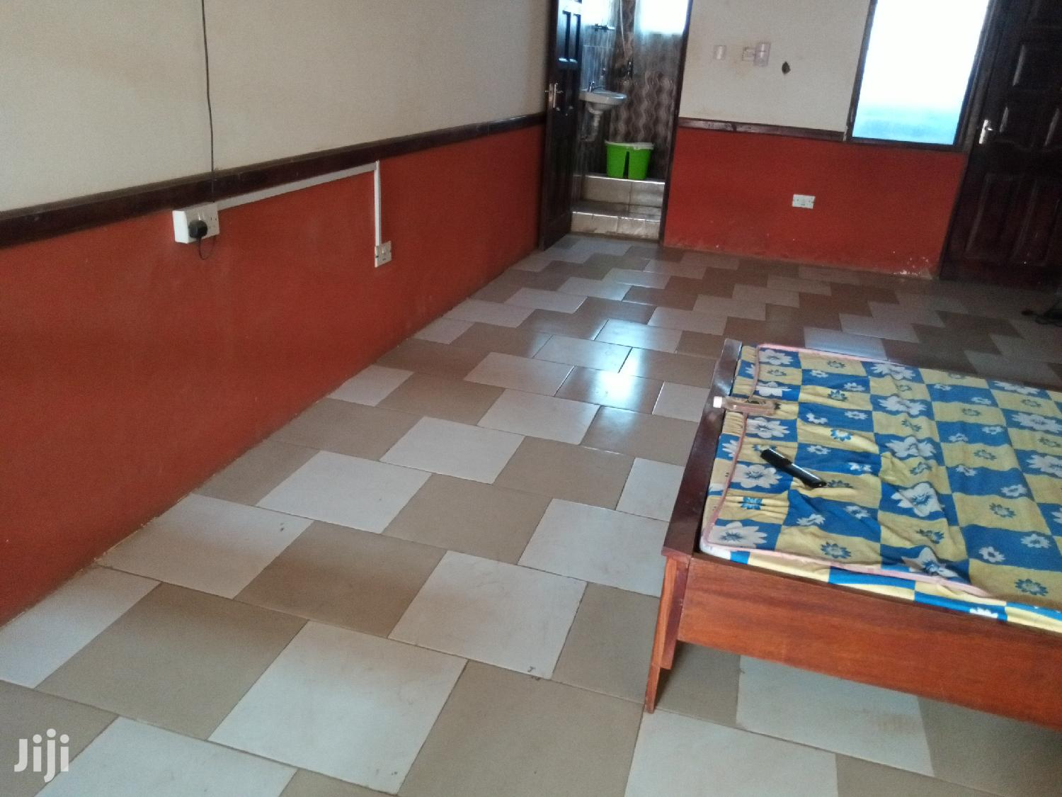 A 1bed Studio Furnished Apartment for Rent at Adjiringanor