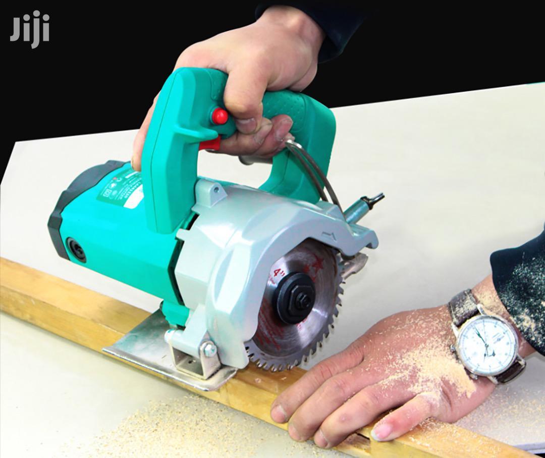 Portable Electric Circulation Saw Cutting